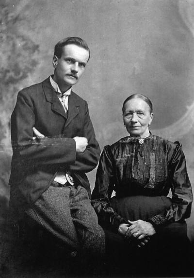 Klaas Stienstra met zijn moeder Klaaske Adema